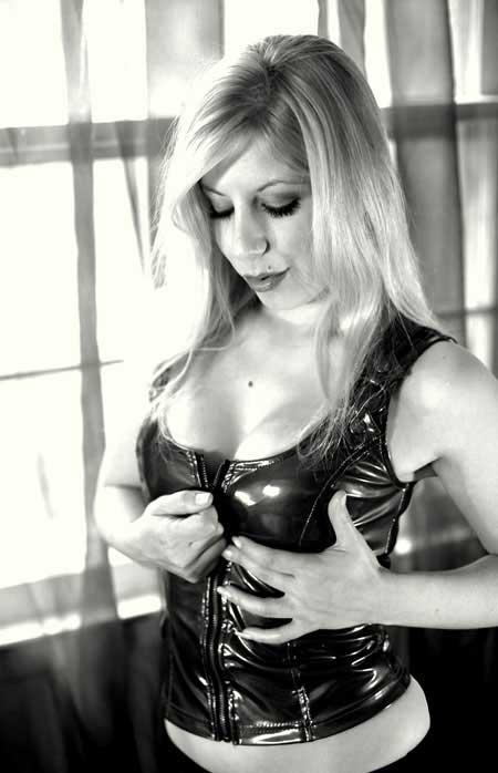 Raine Brown Photo 6
