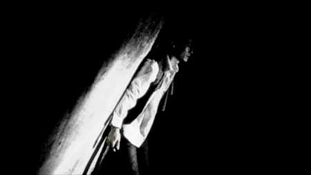 Sanguivorous-2011-Asian-horror-Kyuketsu-(2)