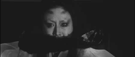 Kuroneko-movie-1968-Kaneto-Shindo-(2)