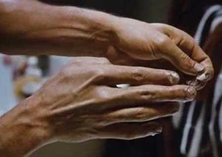 The-Fly-(1986)-Brundle's-Fingernails