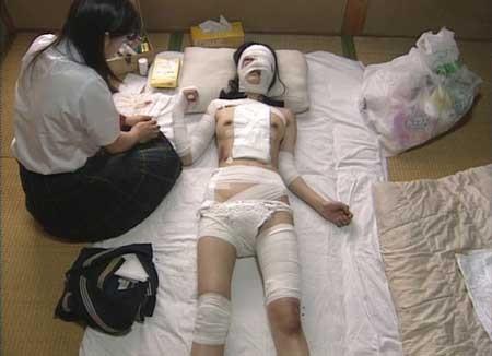 Girl-Hell-1999-movie-Daisuke-Yamanouchi-(2)