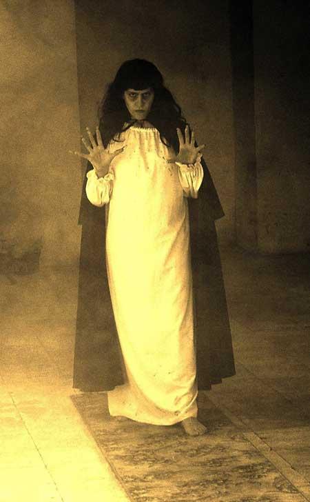 Lilith-A-Vampire-who-Comes-Back-2015-movie--Gianni-Virgadaula-(8)