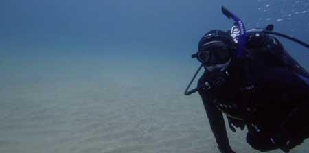 Shark-Lake-2015-movie-Jerry-Dugan-(6)