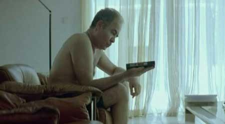 DogTooth-2009-movie-Yorgos-Lanthimos-(1)