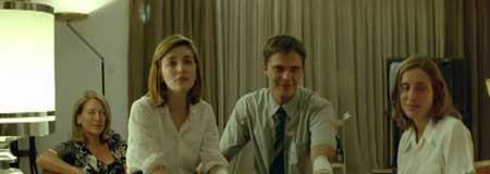 DogTooth-2009-movie-Yorgos-Lanthimos-(11)